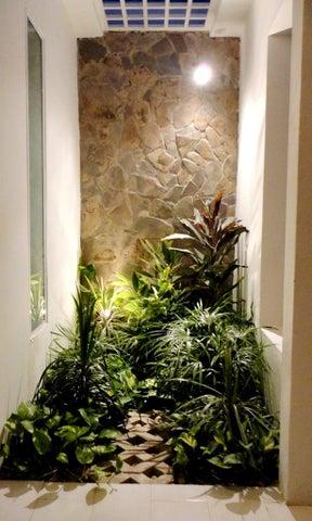 Casa Zulia>Maracaibo>La Victoria - Venta:10.000 Precio Referencial - codigo: 18-5083