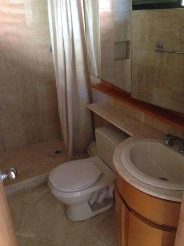 Casa Vargas>Catia La Mar>Playa Grande - Venta:16.491.000 Precio Referencial - codigo: 18-5041