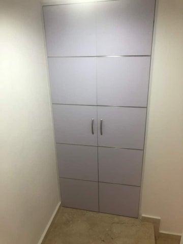 Apartamento Distrito Metropolitano>Caracas>Las Esmeraldas - Venta:122.145.000.000 Precio Referencial - codigo: 18-5036