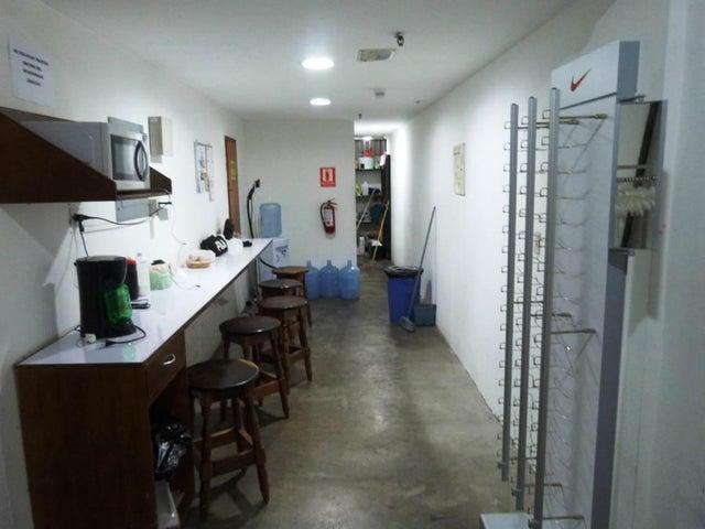 Local Comercial Zulia>Maracaibo>Avenida Goajira - Venta:1.250.000 Precio Referencial - codigo: 18-5069