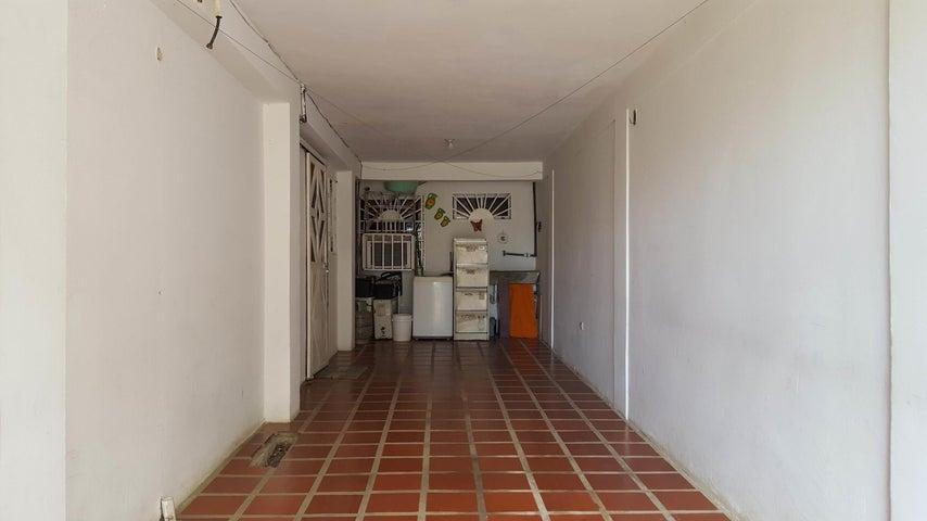 Casa Falcon>Coro>Las Eugenias - Venta:4.780 Precio Referencial - codigo: 18-5076