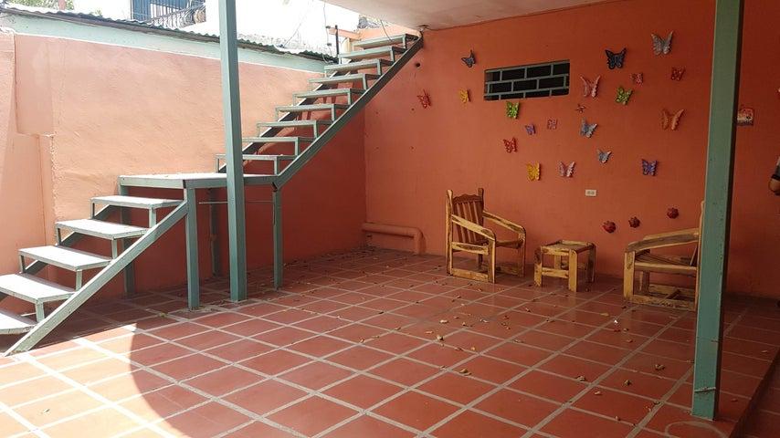 Casa Falcon>Coro>Centro - Venta:18.786.000.000 Precio Referencial - codigo: 18-5077