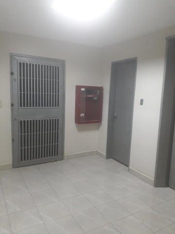 Oficina Distrito Metropolitano>Caracas>La Trinidad - Alquiler:200 Precio Referencial - codigo: 18-5126
