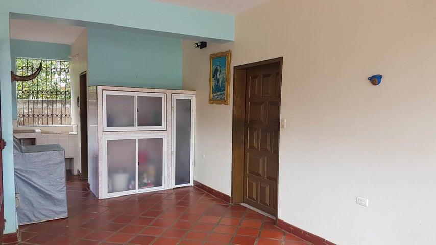 Casa Falcon>Coro>Barrio San Jose - Venta:25.000 US Dollar - codigo: 18-5145