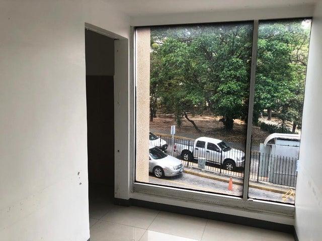 Local Comercial Distrito Metropolitano>Caracas>Santa Sofia - Alquiler:214.000.000 Precio Referencial - codigo: 18-5157