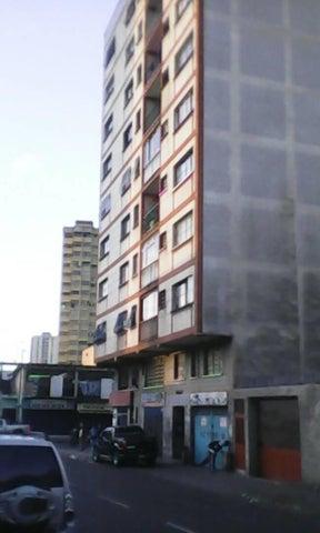 Apartamento Miranda>Los Teques>Municipio Guaicaipuro - Venta:1.408.000 Precio Referencial - codigo: 17-15402