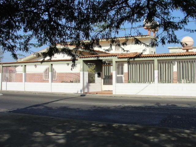 Casa Falcon>Punto Fijo>Santa Fe - Venta:32.000 Precio Referencial - codigo: 18-5321