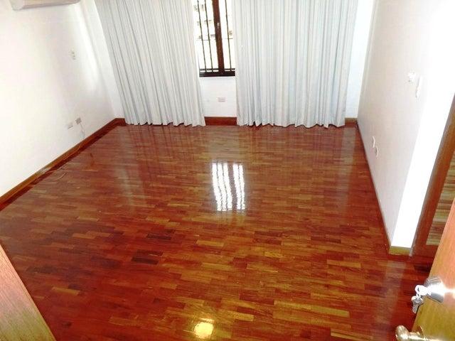 Apartamento Distrito Metropolitano>Caracas>Colinas de Valle Arriba - Venta:350.000 Precio Referencial - codigo: 18-5443