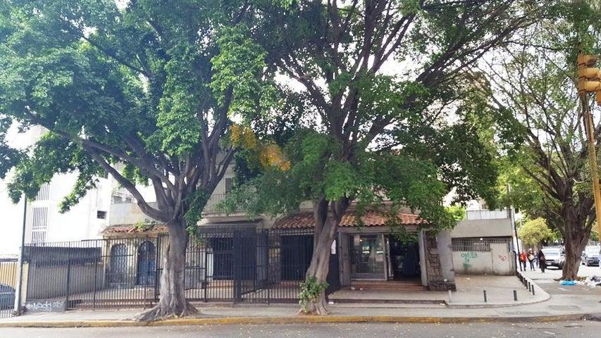 Casa Distrito Metropolitano>Caracas>San Bernardino - Venta:315.568.000 Precio Referencial - codigo: 18-6376