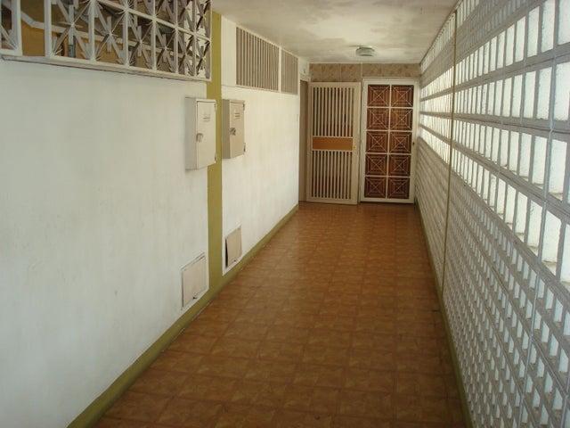 Apartamento Distrito Metropolitano>Caracas>El Paraiso - Venta:23.500 Precio Referencial - codigo: 18-5777
