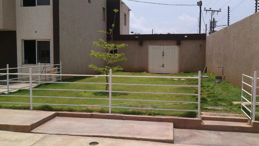 Townhouse Zulia>Municipio San Francisco>San Francisco - Venta:12.000 Precio Referencial - codigo: 18-6979