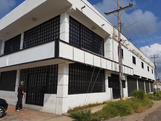 Local Comercial Zulia>Cabimas>Churuguara - Alquiler:700 Precio Referencial - codigo: 18-5845