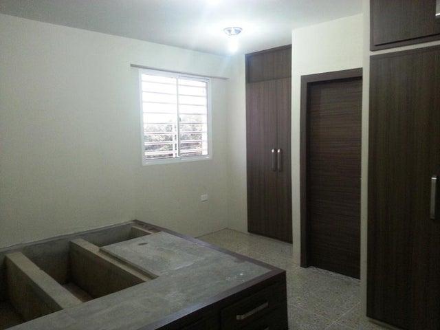 Apartamento Zulia>Maracaibo>Circunvalacion Dos - Alquiler:100 Precio Referencial - codigo: 18-6348