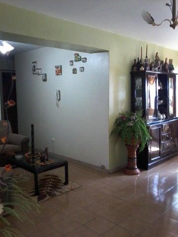 Apartamento Aragua>Maracay>Los Mangos - Venta:15.000 Precio Referencial - codigo: 18-6215