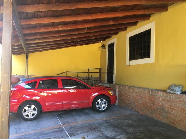 Casa Distrito Metropolitano>Caracas>Santa Fe Norte - Venta:298.000 Precio Referencial - codigo: 18-6272