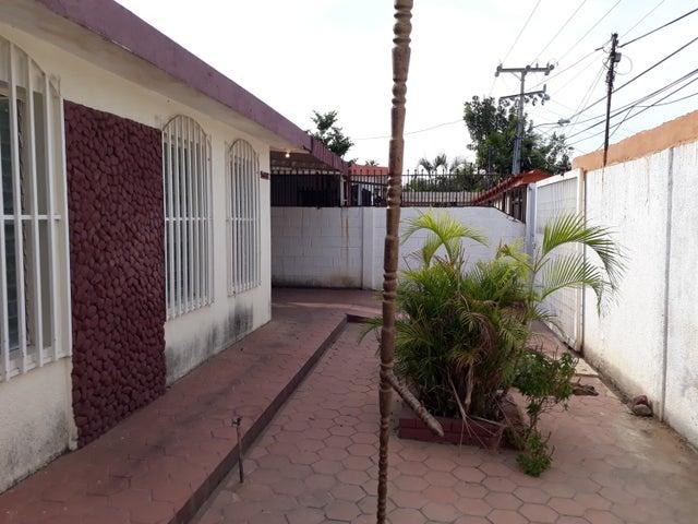 Casa Zulia>Maracaibo>Las Lomas - Alquiler:331.000.000 Precio Referencial - codigo: 18-6357