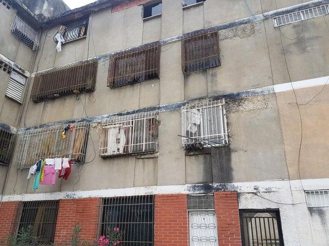 Apartamento Distrito Metropolitano>Caracas>El Valle - Venta:11.432.000.000 Precio Referencial - codigo: 18-6327