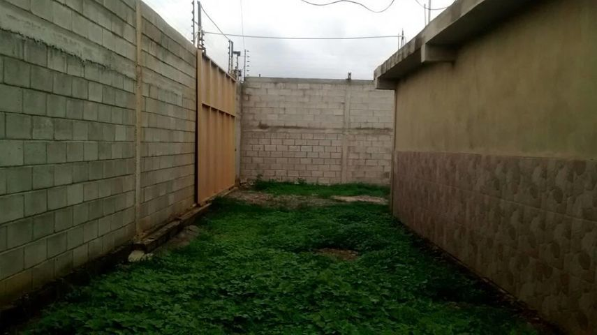 Local Comercial Lara>Barquisimeto>Parroquia Tamaca - Venta:674.000 Precio Referencial - codigo: 18-6343
