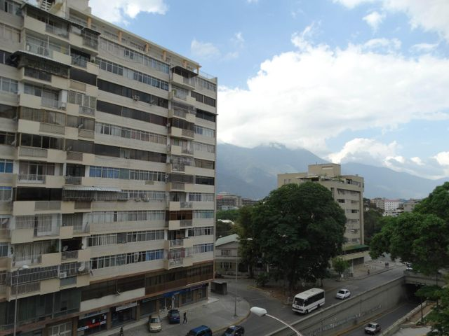 Apartamento Distrito Metropolitano>Caracas>Las Acacias - Venta:19.419.000 Precio Referencial - codigo: 18-6402