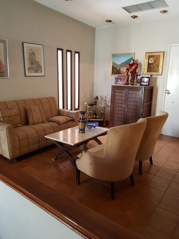 Casa Zulia>Maracaibo>La Lago - Venta:378.682.000 Precio Referencial - codigo: 18-6369