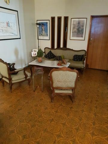 Casa Zulia>Maracaibo>La Lago - Venta:16.326.000 Precio Referencial - codigo: 18-6369