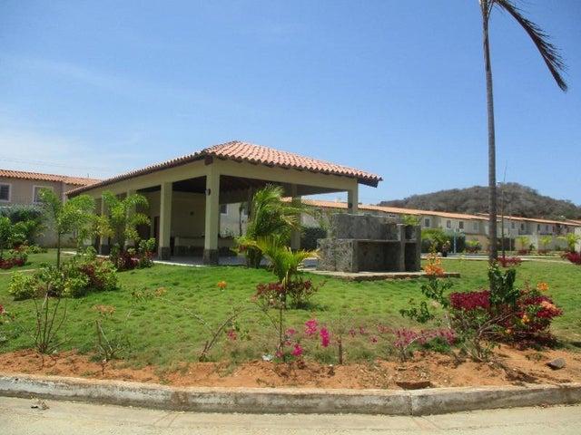 Townhouse Nueva Esparta>Margarita>Sector San Lorenzo - Venta:94.670.000 Precio Referencial - codigo: 18-6382