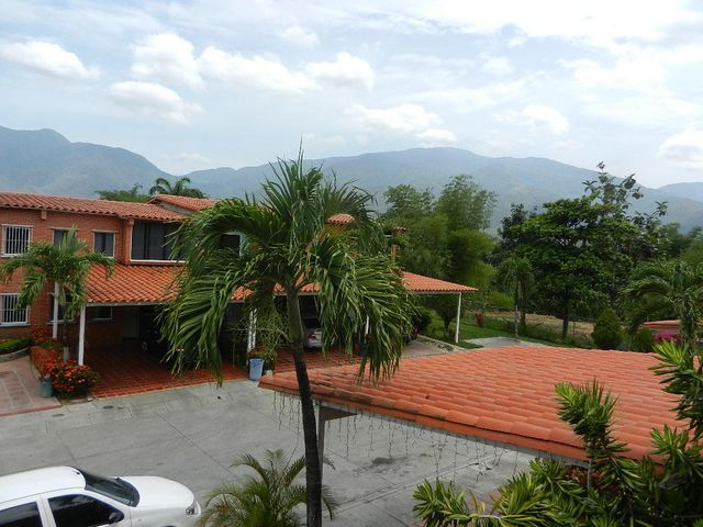 Townhouse Miranda>Guatire>Terrazas del Ingenio - Venta:21.818.000.000 Precio Referencial - codigo: 18-6404