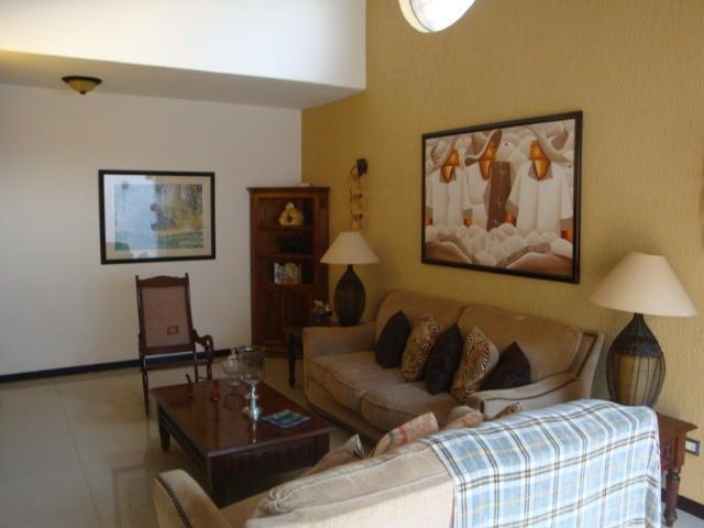 Townhouse Carabobo>Municipio Naguanagua>La Granja - Venta:105.330.000.000 Precio Referencial - codigo: 18-6398