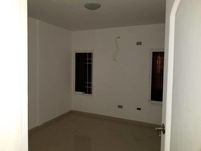 Apartamento Anzoategui>El Tigre>Sector Avenida Intercomunal - Venta:20.000 US Dollar - codigo: 18-6436