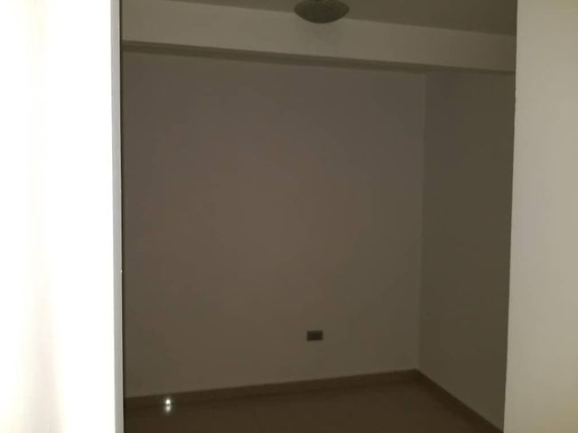 Apartamento Anzoategui>El Tigre>Sector Avenida Intercomunal - Venta:86.314.000.000 Precio Referencial - codigo: 18-6436