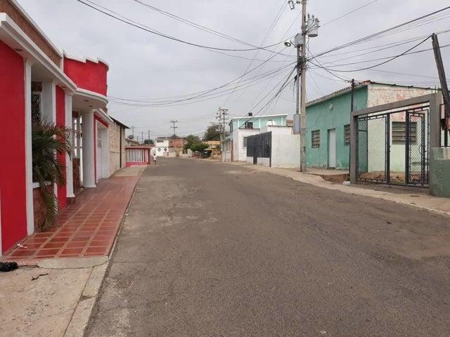 Casa Zulia>Maracaibo>Los Haticos - Venta:10.000 Precio Referencial - codigo: 18-6437
