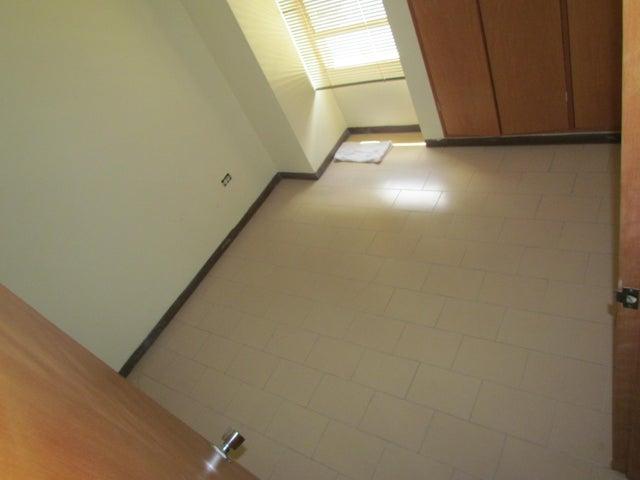 Apartamento Distrito Metropolitano>Caracas>Terrazas del Avila - Venta:45.000 Precio Referencial - codigo: 18-6451