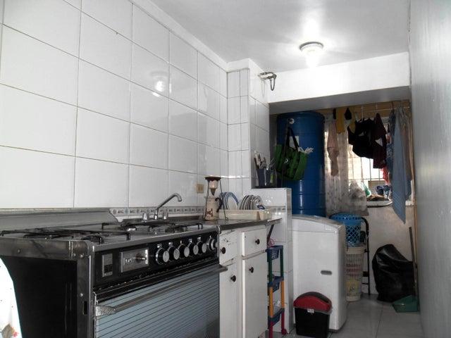 Apartamento Aragua>Maracay>Avenida Constitucion - Venta:11.000 Precio Referencial - codigo: 18-6459
