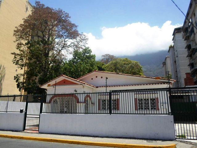 Casa Distrito Metropolitano>Caracas>Santa Eduvigis - Alquiler:1.319.000.000 Precio Referencial - codigo: 18-6467