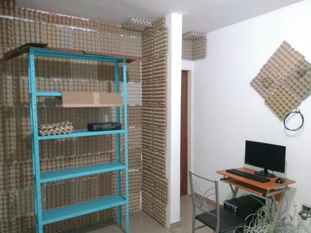 Apartamento Zulia>Maracaibo>Avenida El Milagro - Venta:12.000 US Dollar - codigo: 18-6465