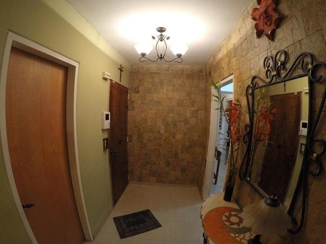 Apartamento Distrito Metropolitano>Caracas>La Boyera - Venta:300.000 US Dollar - codigo: 18-7091