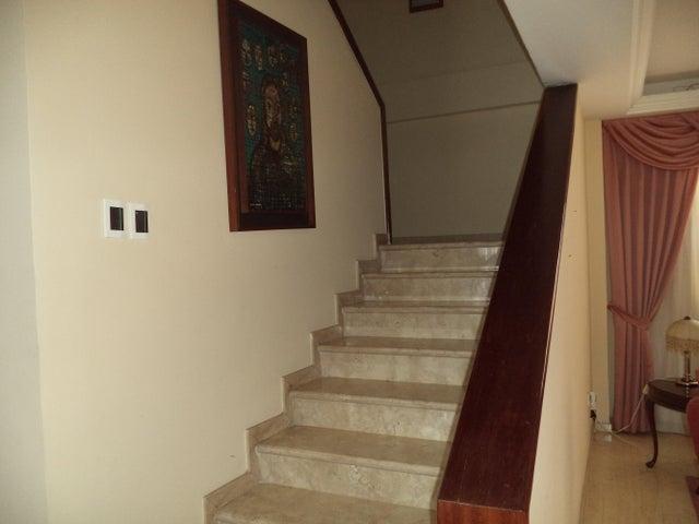 Casa Distrito Metropolitano>Caracas>El Marques - Venta:290.000 Precio Referencial - codigo: 18-7199