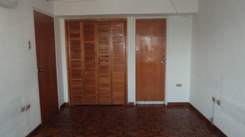 Local Comercial Carabobo>Valencia>Santa Cecilia - Alquiler:150 Precio Referencial - codigo: 18-7298