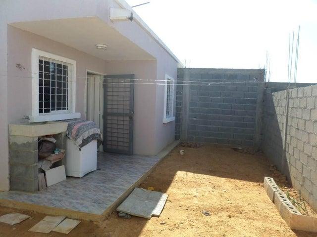Casa Lara>Barquisimeto>Parroquia El Cuji - Venta:596.000 Precio Referencial - codigo: 18-7525