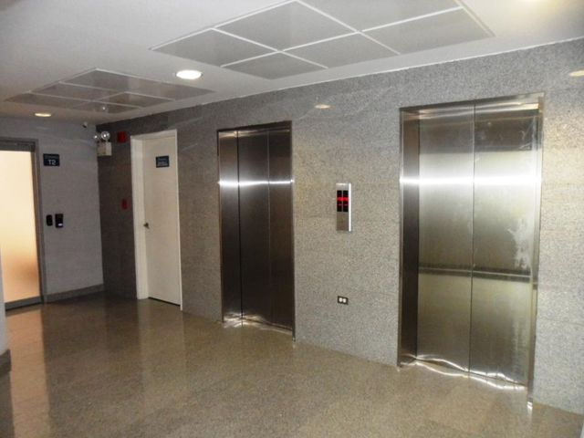 Oficina Distrito Metropolitano>Caracas>Boleita Norte - Venta:108.788.000 Precio Referencial - codigo: 18-7564