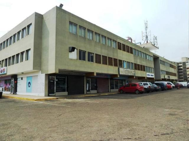 Oficina Zulia>Maracaibo>Avenida Goajira - Venta:30.000 US Dollar - codigo: 18-7615