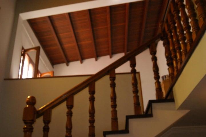 Casa Distrito Metropolitano>Caracas>Colinas de Santa Monica - Venta:400.000 Precio Referencial - codigo: 18-7663