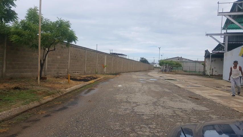 Terreno Zulia>Ciudad Ojeda>Intercomunal - Venta:40.000 Precio Referencial - codigo: 18-7835