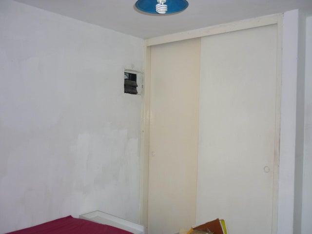 Apartamento Aragua>Maracay>Los Caobos - Venta:3.836.000 Precio Referencial - codigo: 18-7942