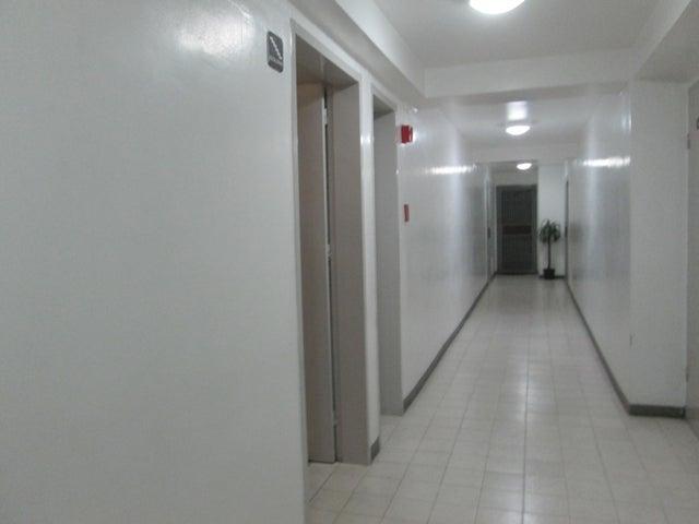 Apartamento Distrito Metropolitano>Caracas>Lomas del Avila - Venta:24.000 Precio Referencial - codigo: 18-7984