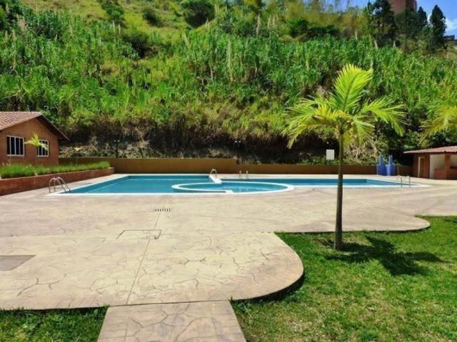 Apartamento Distrito Metropolitano>Caracas>Colinas de La Tahona - Venta:60.000 Precio Referencial - codigo: 18-8115