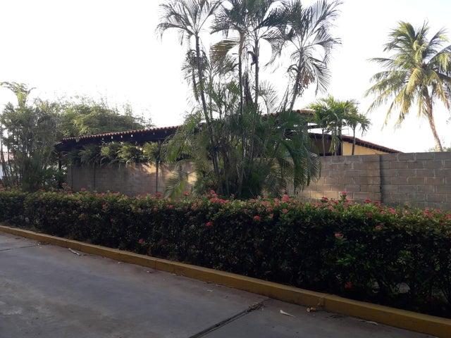 Townhouse Zulia>Maracaibo>Fuerzas Armadas - Venta:85.000 Precio Referencial - codigo: 18-8120