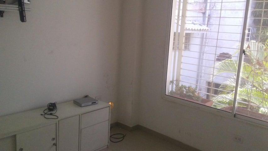 Local Comercial Zulia>Maracaibo>La Limpia - Venta:16.000 Precio Referencial - codigo: 18-8475