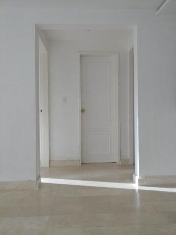 Apartamento Distrito Metropolitano>Caracas>Colinas de La Tahona - Venta:16.386.000 Precio Referencial - codigo: 18-7570
