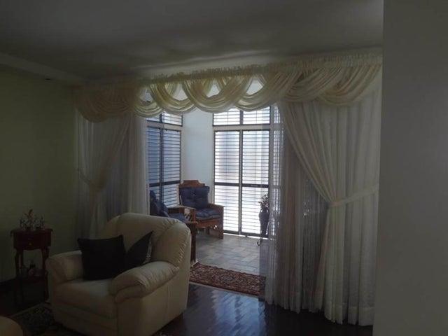 Casa Distrito Metropolitano>Caracas>Colinas de Vista Alegre - Venta:61.673.000 Precio Referencial - codigo: 18-8674